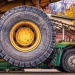 Spezialreifen für Baumaschinen – Unterschiede zu normalen PKW-Reifen